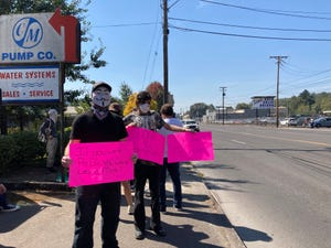 More than 100 activists showed up to the Planned Parenthood on Franklin Boulevard in Springfield to protest an event planned by The Church at Planned Parenthood.