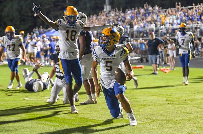 Wren freshman Gavin Owens (5) go-ahead touchdown run against Powdersville High School during the fourth quarter in Powdersville, S.C. Friday, September 3, 2021.