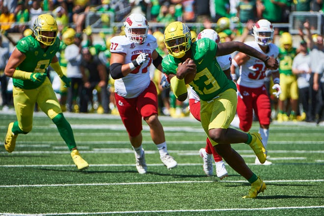 Oregon quarterback Anthony Brown Jr. has torn the ACL in each knee and elected not to take any pain medication while rehabilitating.