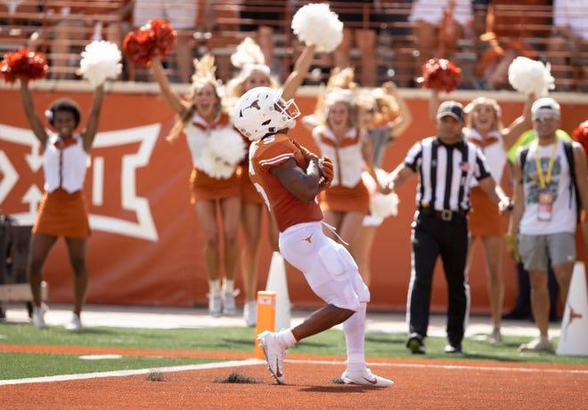 Texas running back Bijan Robinson scores a first quarter touchdown against Louisiana at Royal-Memorial Stadium last Saturday.