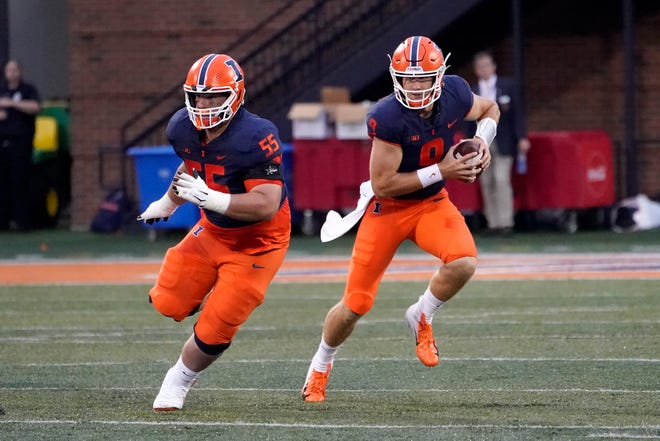 Illinois quarterback Artur Sitkowski (9) and the Illini look to bounce back from a loss last week to UTSA. They face Virginia at 10 a.m. Saturday on the road.
