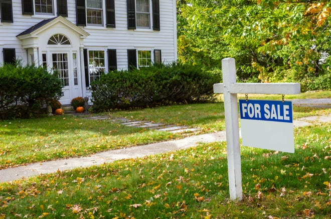 You may notice listing brokers putting up a single picture of a home online. In most cases, those homes are expected to be teardowns.