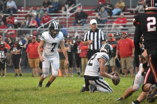 Griffin McGee (7) zeroes in on the ball as Kannon Chase hauls in the snap on a PAT.