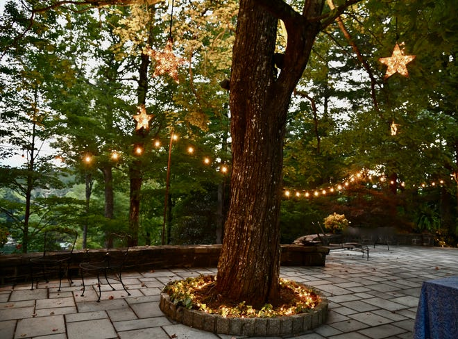Outdoor lights can provide for an enchanting evening in the garden or patio