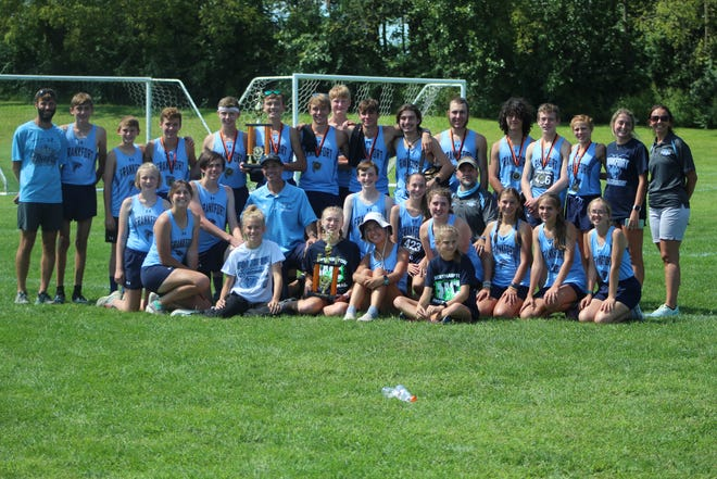 Frankfort's boys and girls cross country teams pose for a photo at the Pennsylvania Northampton Invitational.