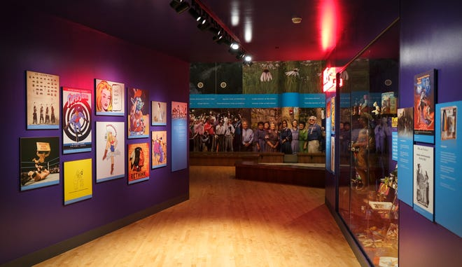Yerli Amerikan tarihini ve kültürlerini inceleyen sergiler, 31 Ağustos 2021 Salı günü İlk Amerikalılar Müzesi'nde sergileniyor.