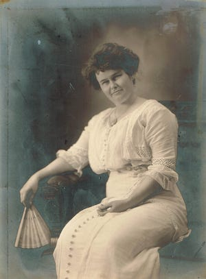 Etta Ray Beard was one of the first to claim a homestead in the Land Run to settle Shawnee in September of 1891. When the gun sounded to start the run, she simply stepped over the line and planted her stake near the corner of what is now Highland and Kickapoo Streets.