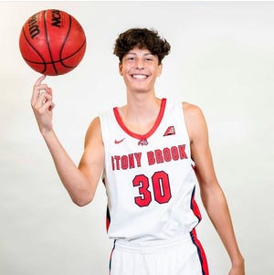 Asheville School senior Leon Nahar committed to Stony Brook this weekend.