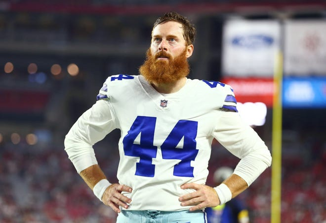 Dallas Cowboys long snapper Jake McQuaide (44) in the first half against the Arizona Cardinals at State Farm Stadium on Aug. 13, 2021.