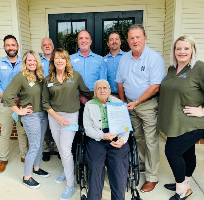 Mountain Home Mayor Hillrey Adams presented WWII veteran Rober Cwiak with a proclamation for National Assisted Living Week and Dream Flight in Mountain Home, Arkansas.