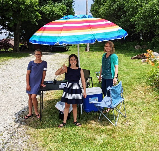 From left are: Eden Hinton, 11, Dakota Gaibor, 12, and Natalie Hinton.