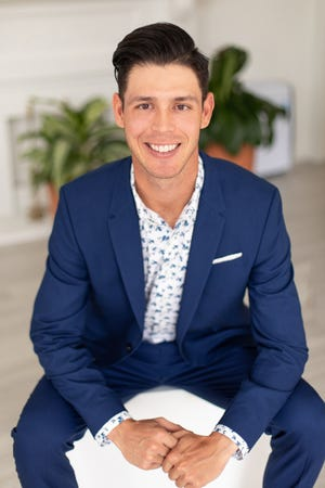 Collin Yelich is an agent with Compass Inc.