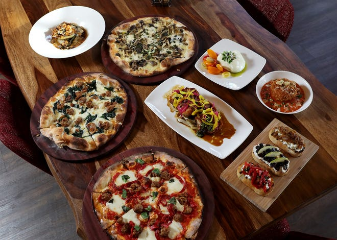 Sono Wood Fired has opened its first location outside of Chicago at Easton Town Center. The restaurant, part of Good Eats Group, specializes in Tuscan cuisine and pizza.