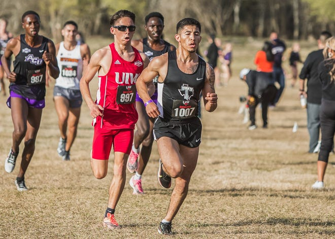 Tarleton's cross country team is highlighted by junior Kevin Baez, who made Tarleton sports history by becoming the first athlete to receive All-WAC honors when he placed 10th at the WAC Cross Country Championships in February. Baez, who boasts an 8k personal record of 24:43.20, is a possible school record-holder in the 5k and 10k.