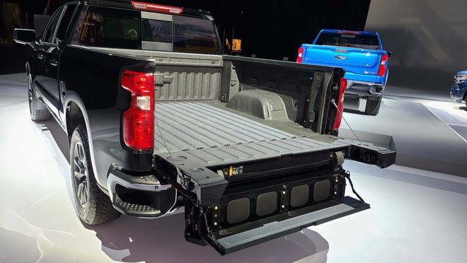 Starting with the 2022 Chevy Silverado LT (pictured), pickup can option the six-way Multi-Flex tailgate.