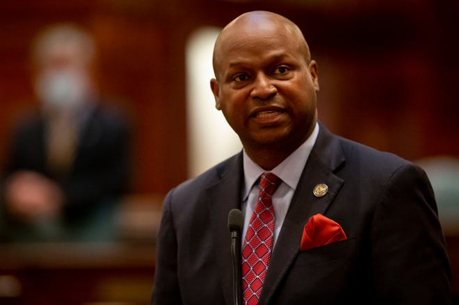 """Illinois Speaker of the House Emanuel """"Chris"""" Welch, D-Hillside, gives his closing remarks on Senate Bill 2048, a comprehensive energy proposal, on the floor of the Illinois House of Representatives at the Illinois State Capitol in Springfield, Ill., Thursday, September 9, 2021. [Justin L. Fowler/The State Journal-Register]"""