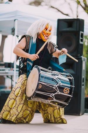 Durante el Festival Mask Alive, el baterista de taiko Ken Koshio usará un estilo de máscara tradicional japonés.