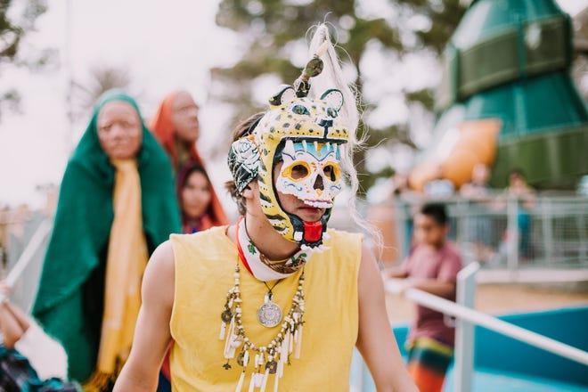 Los bailarines lucirán coloridas máscaras de calaca elaboradas por Zarco Guerrero durante el Festival Máscara Viva.
