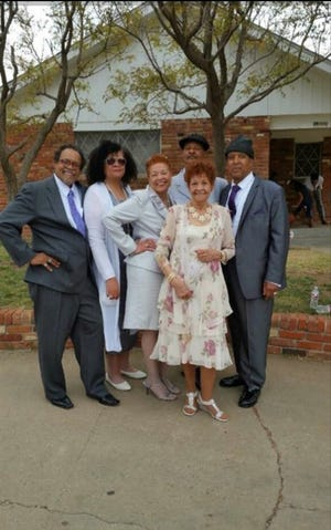 Laura Ashley with her siblings and mother. From left: brother Carl Ashley, Laura Ashley, sister Rosa Johnson, mother Juanita Kimbrough, brother Gerald Ashley and brother Freddy Charles Ashley.