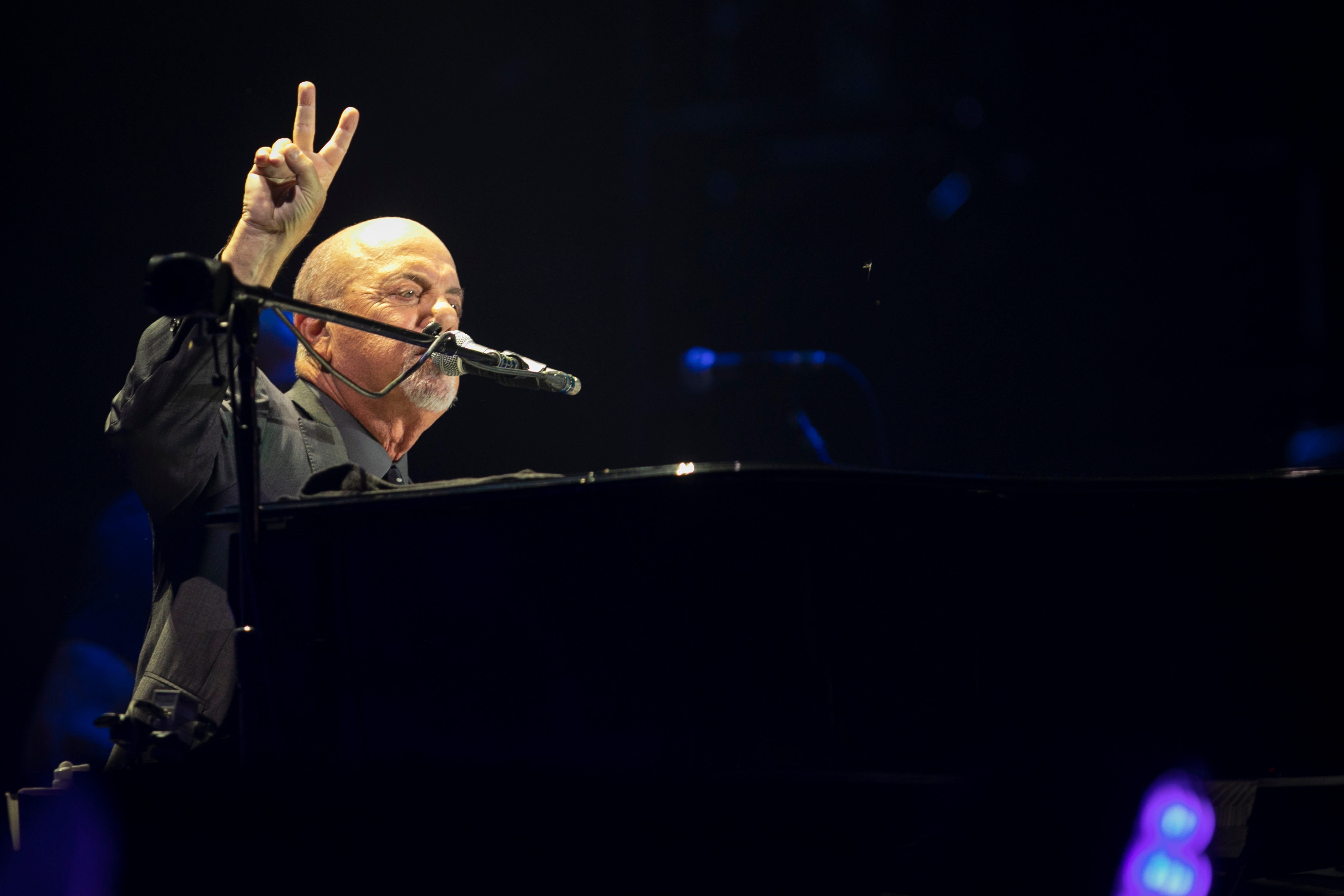 He knows he ll never make the Hall of Fame : Billy Joel changes Pete Rose lyrics at Reds stadium