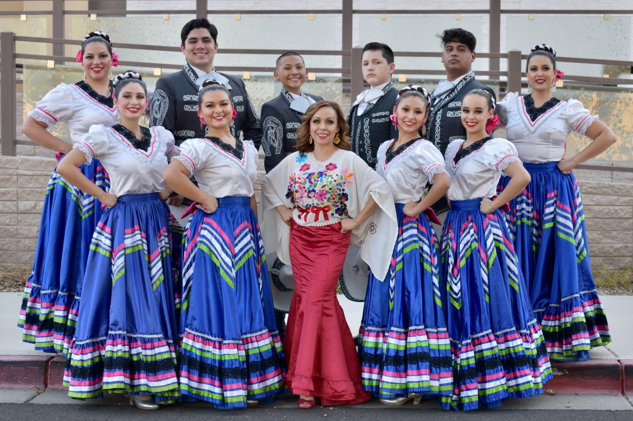 Vanessa Ramírez and her students from Ballet Folklórico Quetzalli in Chandler.