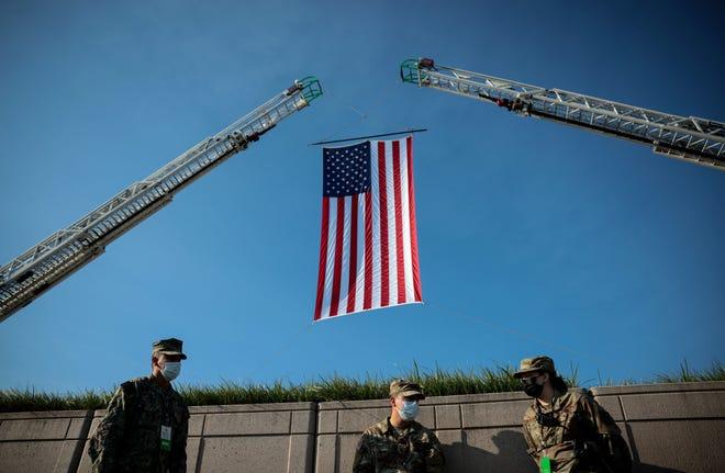 Quân đội Hoa Kỳ chuẩn bị cho lễ tưởng niệm hôm thứ Bảy tại Đài tưởng niệm Quốc gia 11/9 của Lầu Năm Góc ở Arlington, Virginia.
