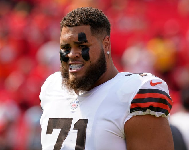 Cleveland Browns offensive tackle Jedrick Wills Jr. warms up before the start of an NFL football game between the Cleveland Browns and Kansas City Chiefs Sunday, Sept. 12, 2021, in Kansas City, Mo. (AP Photo/Ed Zurga)