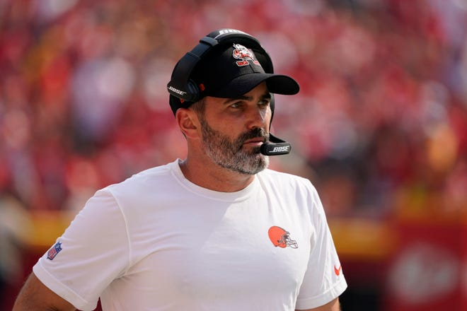 Coach Kevin Stefanski using a page out of Bill Belichick's playbook when it comes to the psychology he is using to make sure the Browns are ready to play Sunday against the Houston Texans. [Ed Zurga/Associated Press]