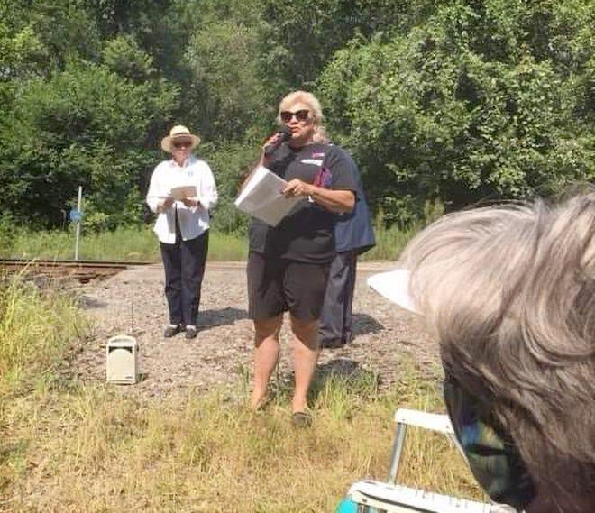 Ann Hawkins Gentry Tent #21 President, Maryellen H McVicker speaks to the crowd.