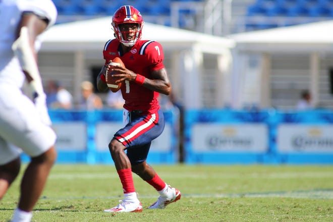 Florida Atlantic quarterback N'Kosi Perry drops back to pass in the Owls' 38-6 victory over Georgia Southern on Sept. 11, 2021 in Boca Raton.