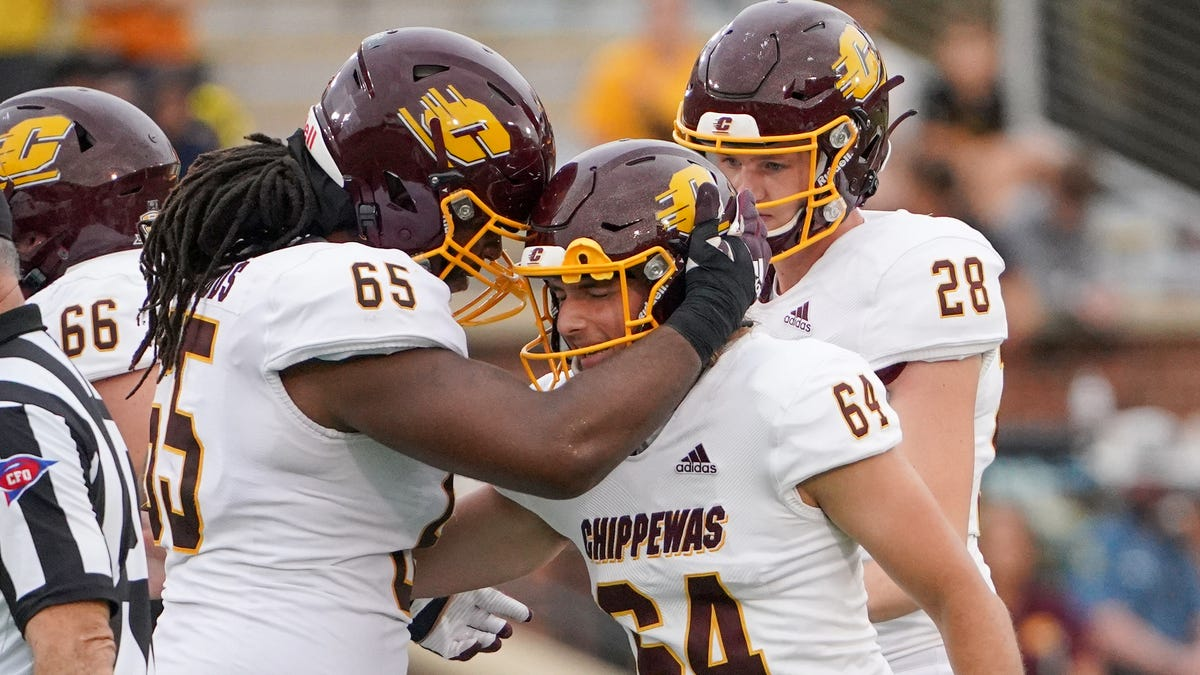 Central Michigan football rallies in fourth quarter to beat Florida International, 31-27
