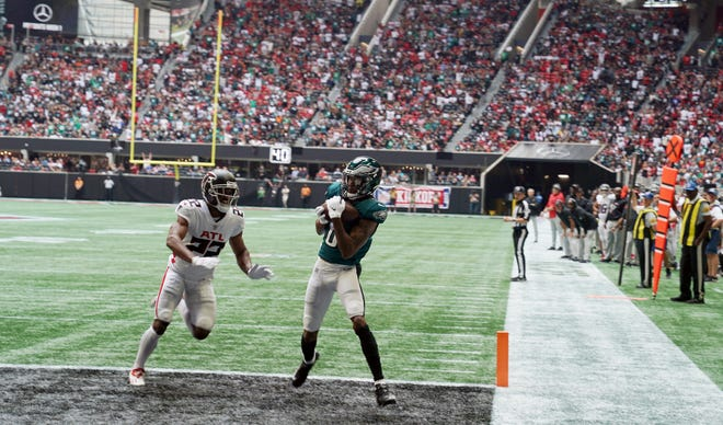 Eagles wide receiver DeVonta Smith pulls down a touchdown pass during the first quarter of a 32-6 win in Atlanta.