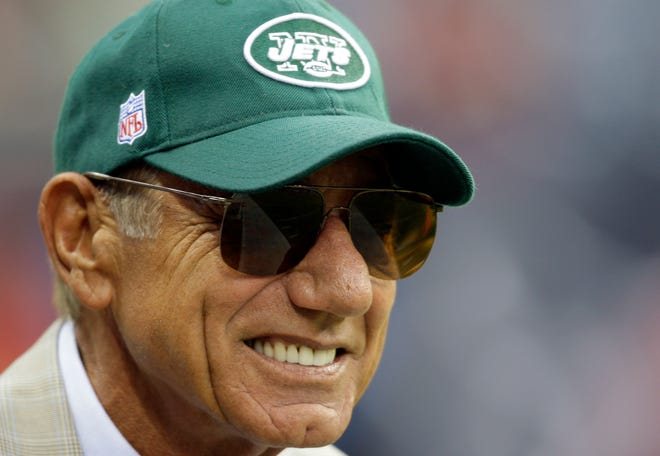 Former New York jets quarterback Joe Namath smiles on the sidelines before the Jets football game against the Houston Texans, Sunday, Sept.13, 2009, in Houston. (AP Photo/Eric Gay)