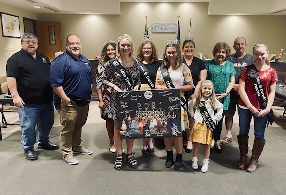"""Miss El Dorado Ambassadors presented a large """"Thank You"""" canvas to the City Commission.  The 24""""x30"""" canvas was of a photo from the pageant and had signatures of the participants."""
