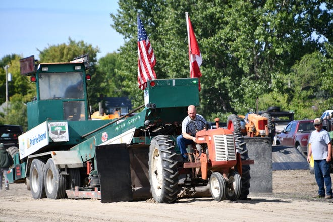 Chris Syverson of N.D. in the Tractor Pull