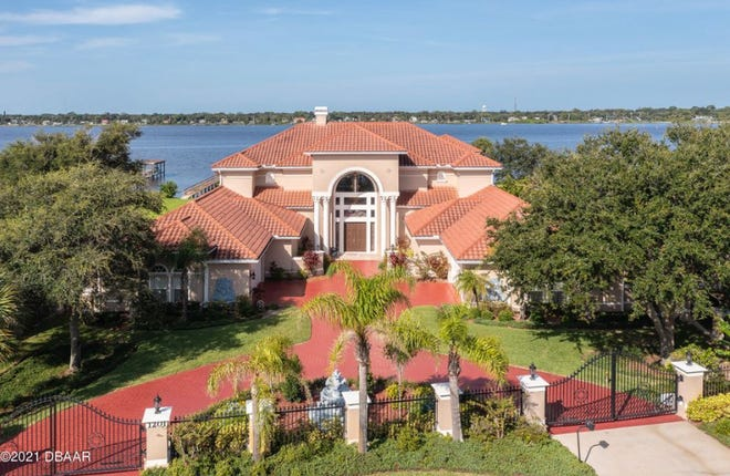 This fabulous riverfront estate in Daytona Beach is remarkable in every way – from the sophisticated construction techniques to the custom luxury appointments.