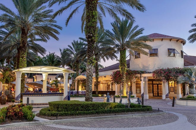 Prime space at the plaza: Cactus Grille and Tequila Bar will take over the former Burger Bar space in Palm Beach Gardens.