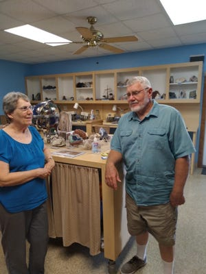 Jerry and Linda Simmons enjoy sharing their work with rocks and geology and dinasour history with others at the Heart of America Science Museum near Haviland.