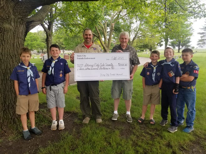 Brandon Hansen, Troop #101 Cub Master, (left) and Al Holm, SCFE Secretary, aresurrounded by several Troop #101 Scouts.