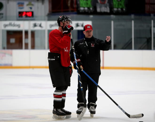 Aberdeen Wings head coach Steven Jennings talks with center Cade Neilson during Tuesday's practice at the Odde Ice Center. American News photo by Jenna Ortiz, taken 09/13/2021.