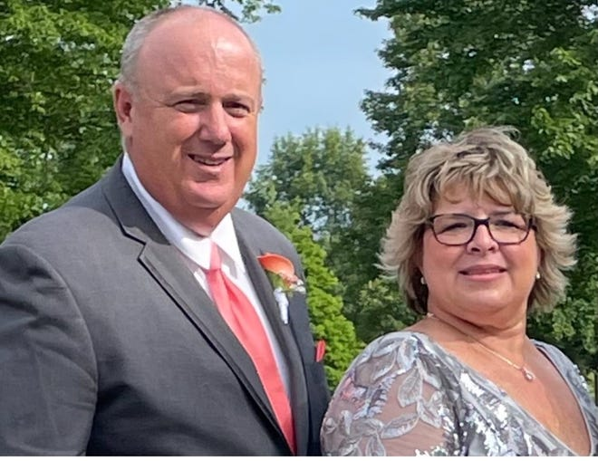 Brian and Susan Reidenbach will be featured in a project to decrease COVID-19 vaccine hesitancy and increase vaccinations. Both contracted the illness before vaccines were available.
