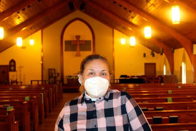 """La reverenda Irma """"Mimi"""" Guerra habla en la sede de la Christ Church Episcopal en la localidad de Norcross, el corazón latino del área metropolitana de Atlanta, Georgia."""
