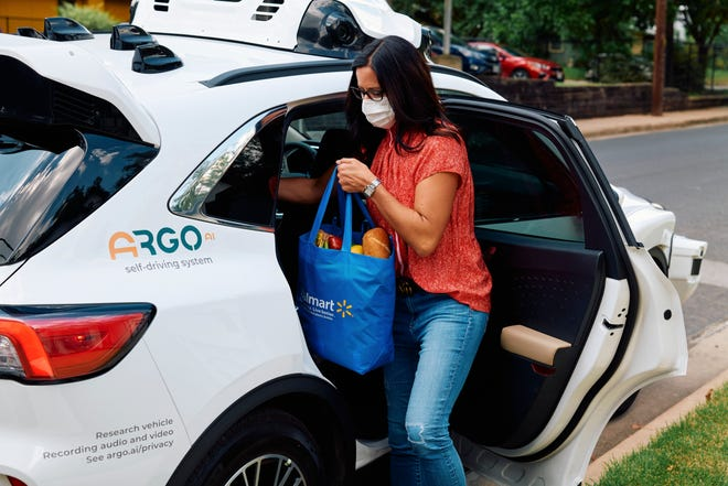 Walmart is partnering with Ford Motor Company and Argo AI to use autonomous vehicles to make deliveries to Walmart customers. The service will debut in Austin, Miami and Washington.