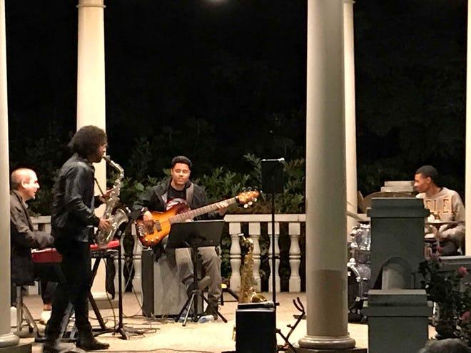يقدم Feralcott ومركز الأحداث والثقافة Quartet Beaver Station الخاص به ليلة ممتعة مع موسيقى الجاز الحديثة.