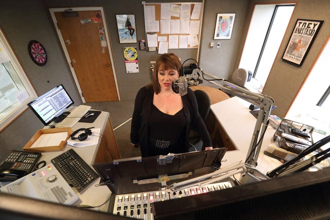 Laura Duncan works in the WTTS studio on Sept. 28, 2016.