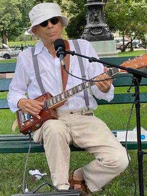 Richard Fried entertains people enjoying the Public Garden. He is a retired high school science teacher from New York City. He moved to Boston because he wanted to be in a more peaceful, safer city.