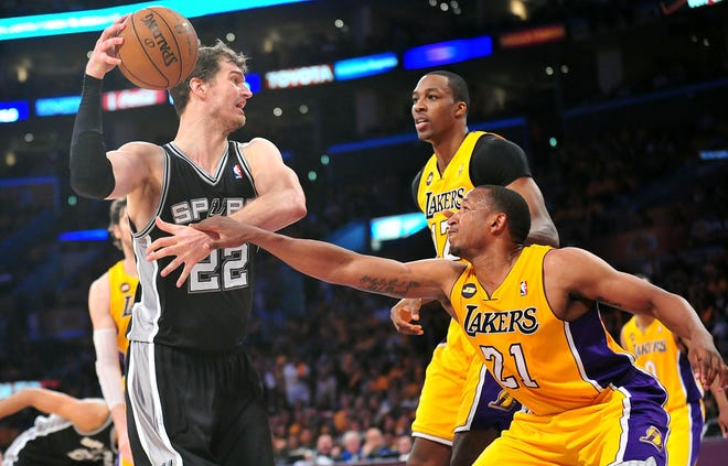Then-Laker Chris Duhon (21) guards San Antonio Spurs center Tiago Splitter in a 2013 game. Duhon has joined Jared Grasso's staff in Smithfield to help the Bryant University men's basketball team.