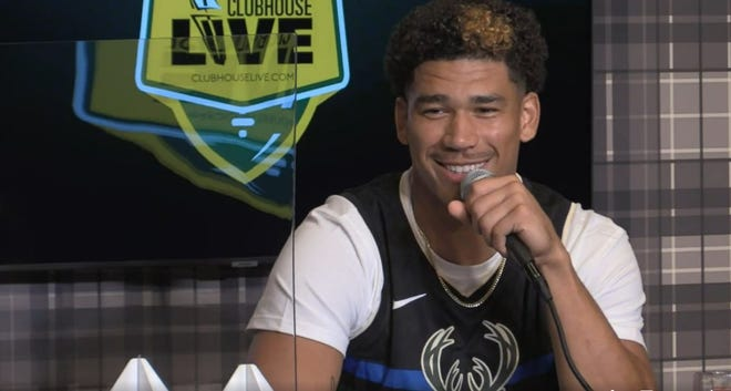Green Bay Packers wide receiver Allen Lazard co-hosted Monday's Clubhouse Live season premiere. The show can be seen Mondays during the Packers season at The Clubhouse Sports Pub & Grill in downtown Appleton.