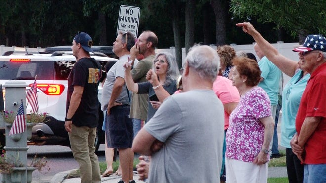 Brick residents protest outside a Orthodox Jewish School