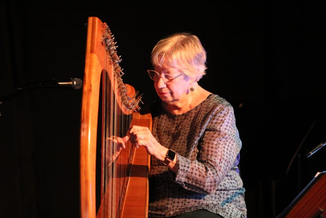 Sue Richards, along with Robin Bullock, opens each concert with a short set before the featured guest.